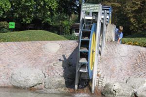 Wasserrad am Spielplatz