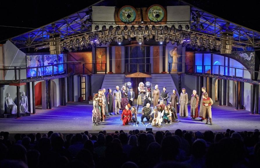 """Theaterzelt """"Chapeau Rouge"""" in Heringsdorf"""