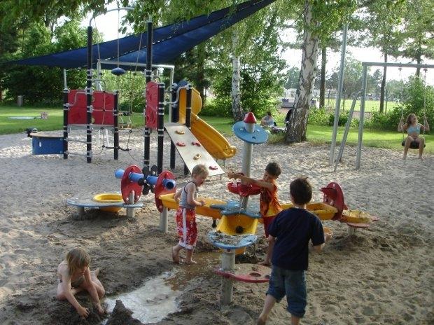 Spielen im Freibad