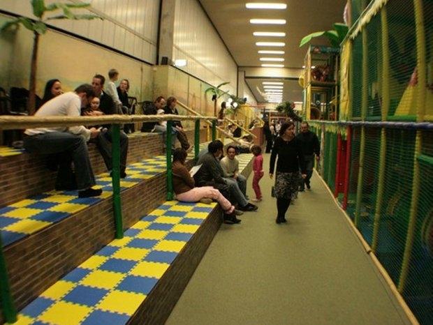 Toben im Indoorspieplatz (c) Halligalli in Kelkheim