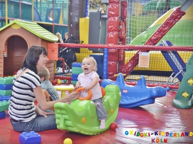 Zusammen spielen  (c) Okidoki Kinderland Köln