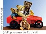Teddybären im Spielzeugauto im Puppen- und Spielzeugmuseum Rottweil
