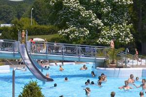 Freibad mit Rutsche (c) Badenweiler Thermen & Touristik GmbH