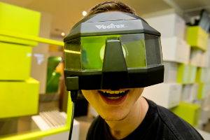 Vectrex mit 3D Brille (Milton Bradley, 1982) im Computerspielemuseum Berlin, © Computerspielemuseum, Foto: Jörg Metzner