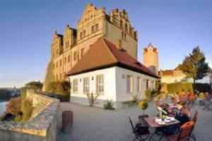 (c) Schloss Bernberg