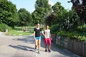 Spaziergang auf der Rheinpromenade Bonn (c) Adriana