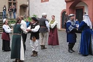 (c) Burg Ronneburg