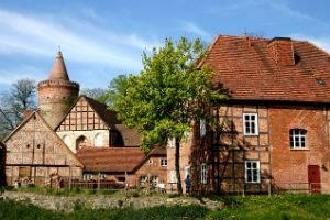 (c) Burg Stargrad
