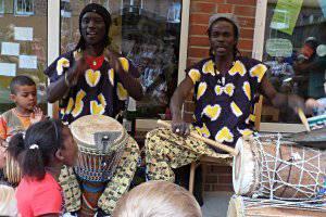 Afrikanisches Mitmachkonzert mit Diamoral und den OneWorld Kids (c) Diamoral