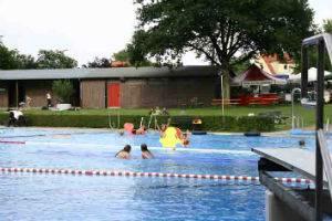 (c) Lübecker Schwimmbäder