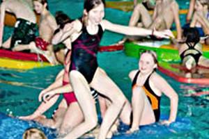 Spaß beim Kindergeburtstag (c) Hallenbad Neustadt a. Rbg.