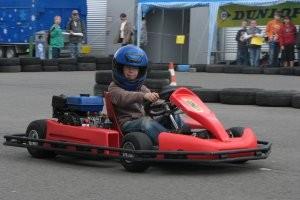 Fahren auf der Rennstrecke (c) Kart-Center-Erfurt