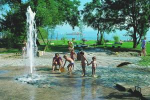 Wasserspielplatz im Naturstrandbad (c) Tourist-Information Kressbronn
