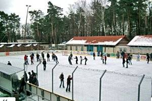 (c) Nieskyer Eisstadion