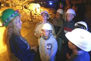 Kinderführung in der Schillat-Höhle (c) Stadt Hessisch Oldendorf