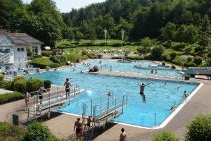 (c) Waldschwimmbad in Eisenberg