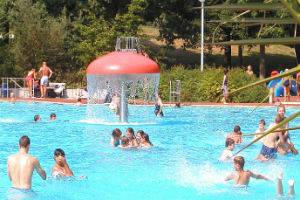 (c) Waldschwimmbad in Neu-Isenburg