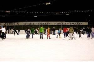 Eislaufen auf der Henkell-Eisbahn in Wiesbaden (c) Stadt Wiesbaden