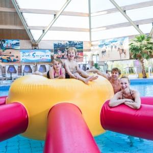 Familien relaxen und haben Spaß im Kristall Palm Beach