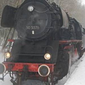 Die Fahrt mit historischen Eisenbahn (c) Aartalbahn