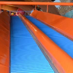 Rutsche im Indoor-Spielplatz