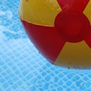 Symbolfoto Babyschwimmen im Delfi-Bad in Gehrden