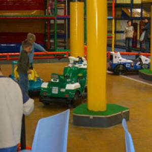 Kinder im Indoor-Spielplatz Ballorig Sulingen