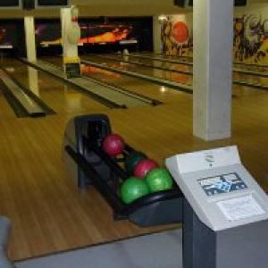 American Bar & Bowling Halle