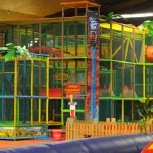 Klettergerüst im Hallenspielplatz Lufti in Meckenbeuren