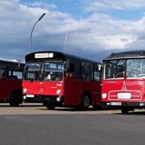 Mit historischen Omnibussen durch die Hamburger Vier- und Marschlande