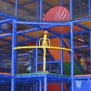 Soft-Airgun auf dem Indoor-Spielplatz