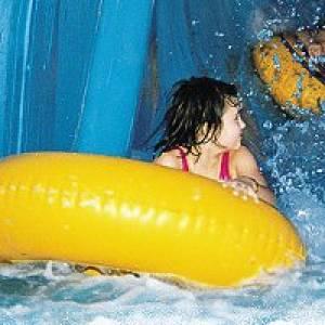 Schwimmen im Freizeitbad (c) Freizeitbad Riff in Bad Lausick