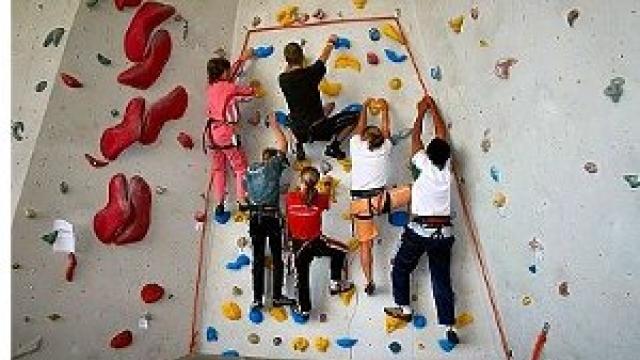 Klettern in der Kletterhalle (c) NO LIMIT Leipzig