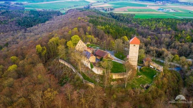 Blick zur Ruine Lichtenburg in Ostheim
